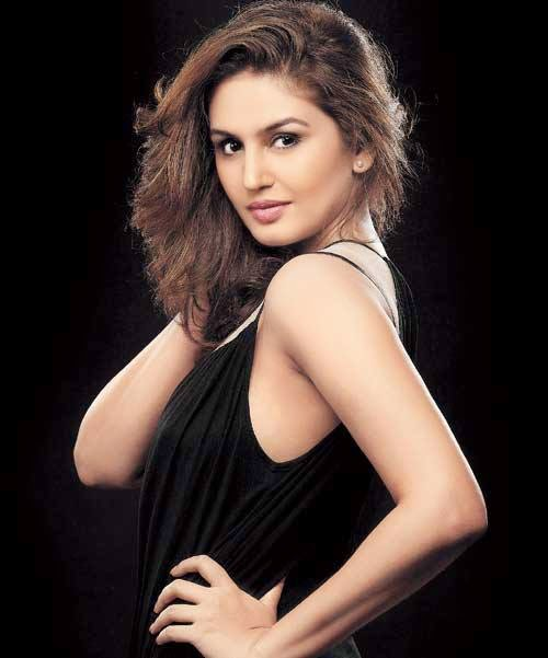Huma Qureshi Hot Latest Unseen hd wallpapers free download