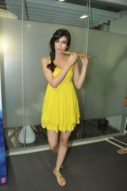Kriti Sanon showing hot legs in yellow dress